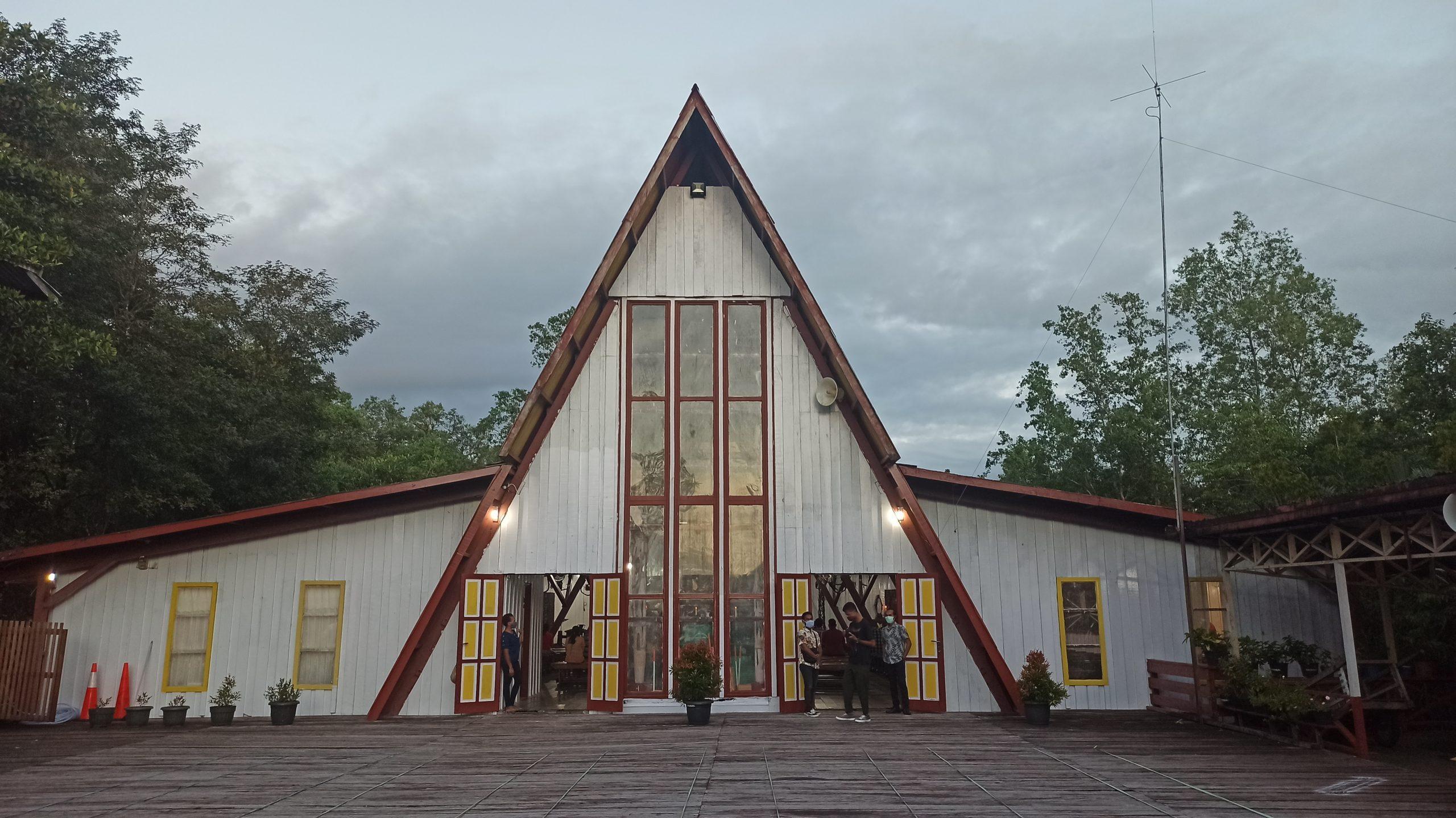 Katedral Salib Suci Agats