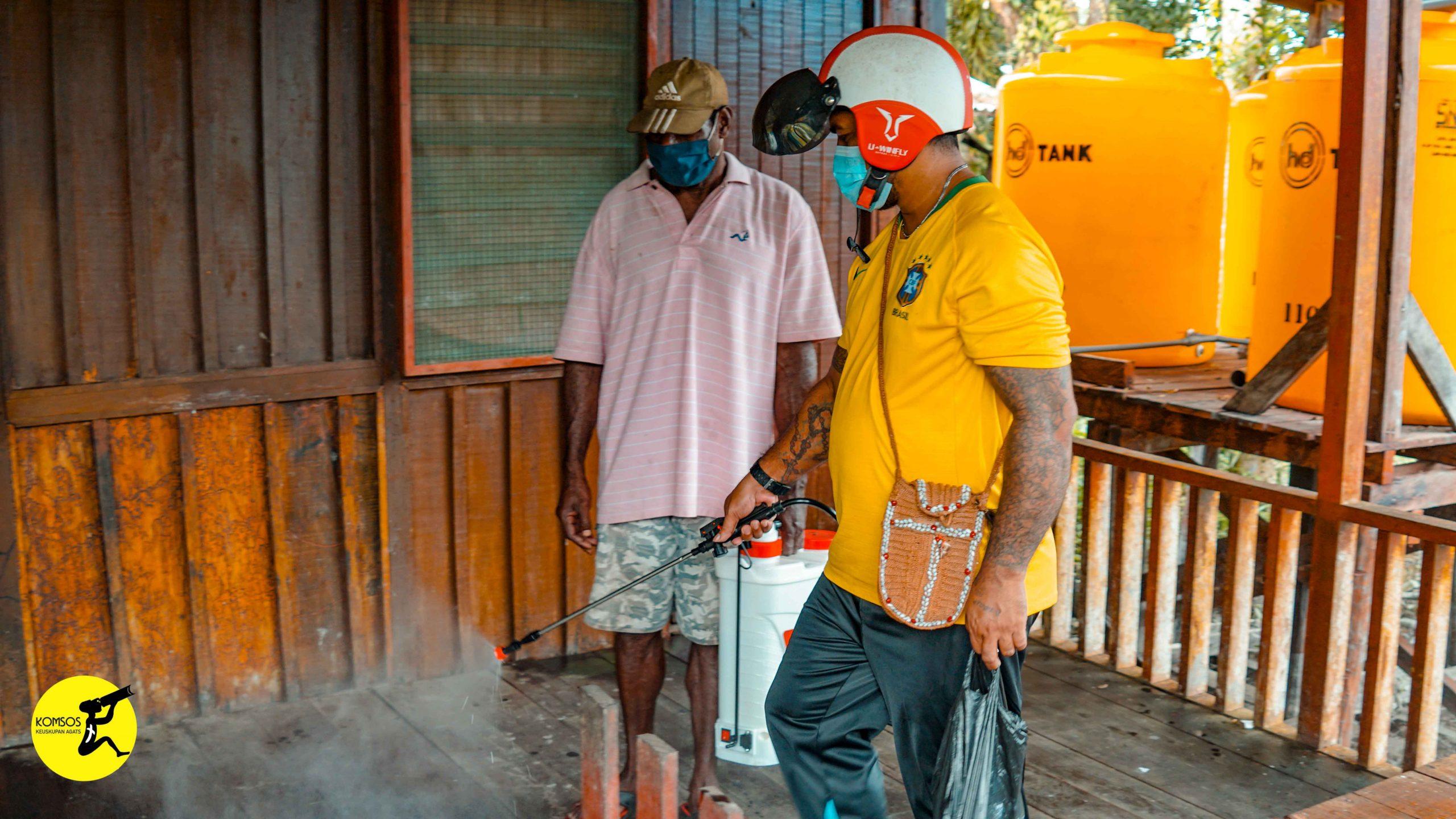 Penyemprotan Disinfektan di Kawasan Kantor Keuskupan