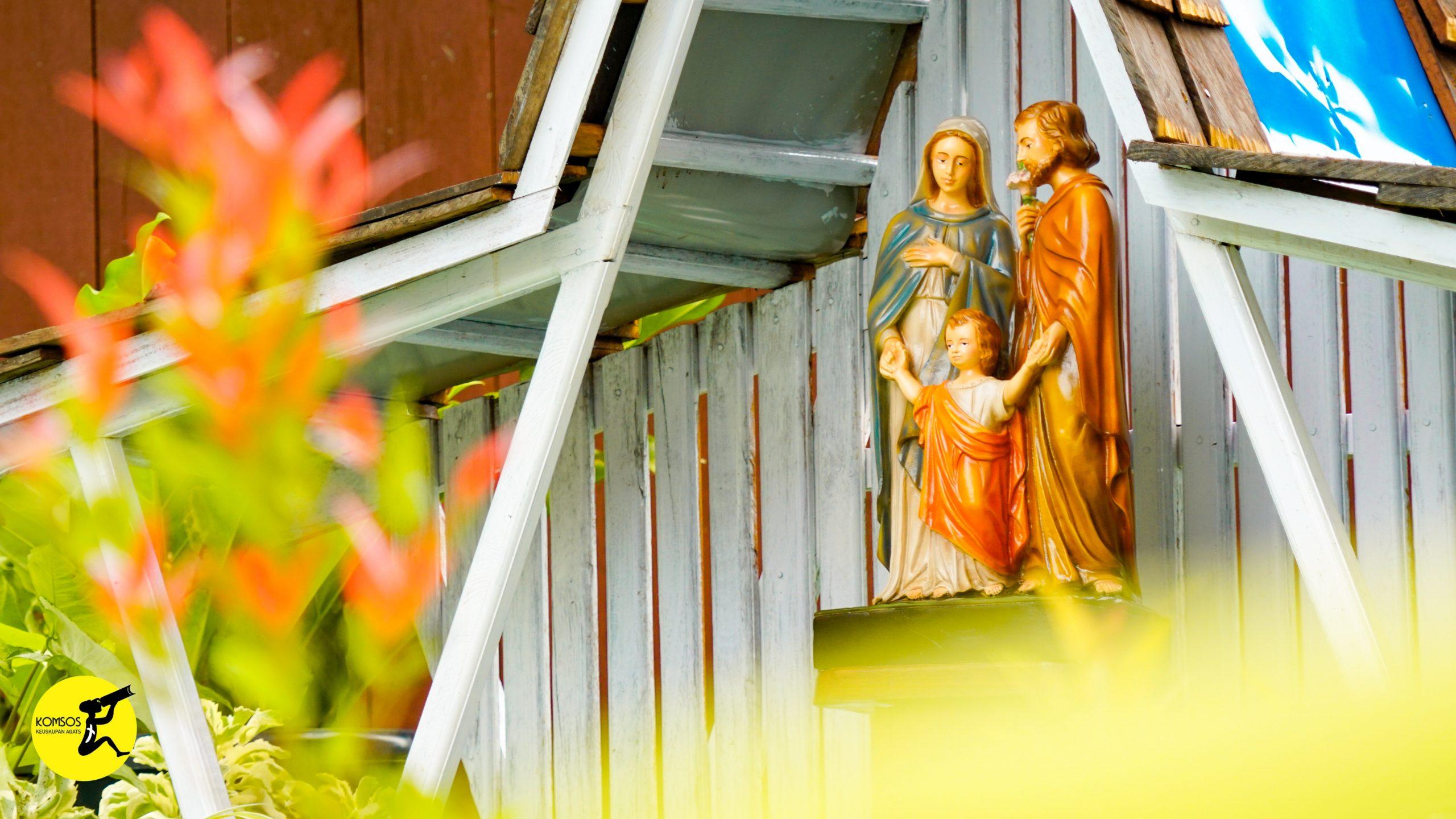 Pemberkatan patung Keluarga Kudus Nazareth Katedral Agats